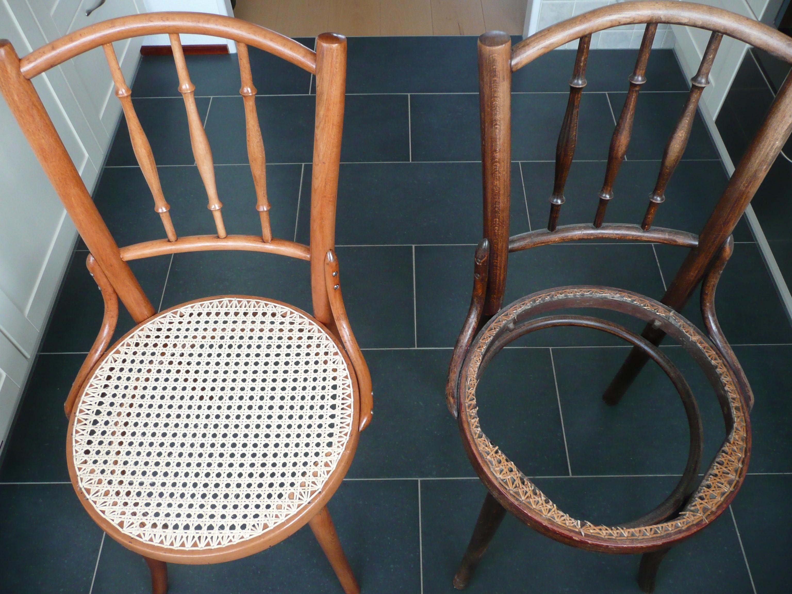 Een van de twee Thonet stoeltjes is gereed nu de tweede nog